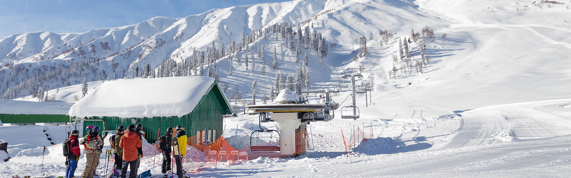 View up from Gulmarg mid station with First Tours